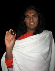 vishwananda-holding-lingam-1